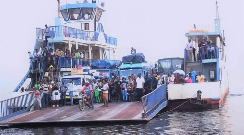 Video: Truck Falls Into River Oti At Dambai As It Tries To Enter A Ferry